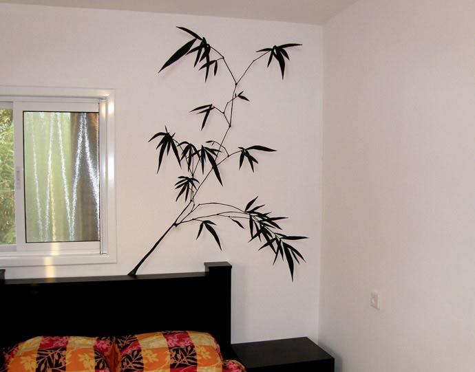 עלים על הקיר